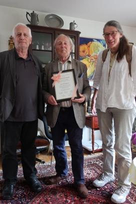 Heinrich Hauß mit Lüppo Cramer (stelllv. Vorsitzender) und Dr. Charlotte Kämpf (Vorsitzende)